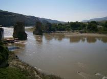 Hasno: vista de antiguo puente sobre el Tigris. Foto tomada por el autor.
